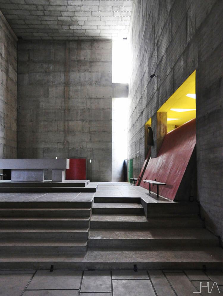 tourette-couvent-le-corbusier-altar