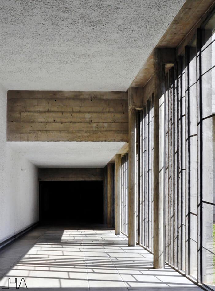 tourette-couvent-le-corbusier-corridor