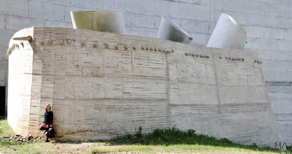 tourette-couvent-le-corbusier-crypt-ext