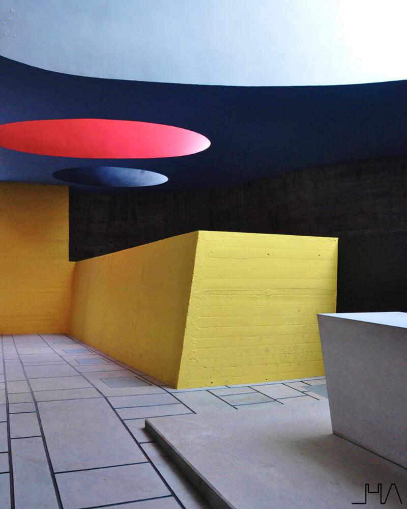tourette-couvent-le-corbusier-crypt2