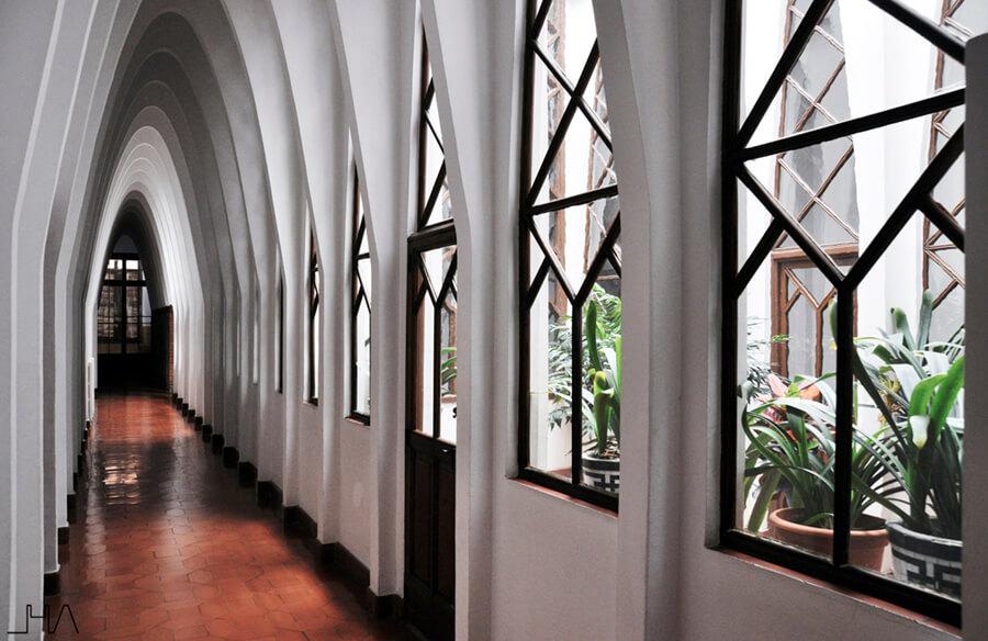 gaudi-teresianes-corridor