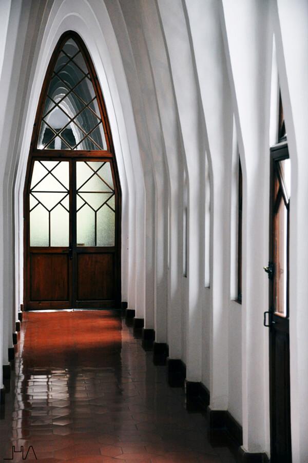 gaudi-teresianes-pasillo-arcos
