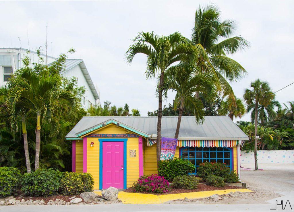 captiva-island-pink-door