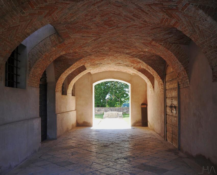 rotonda-palladio-basement-corridor