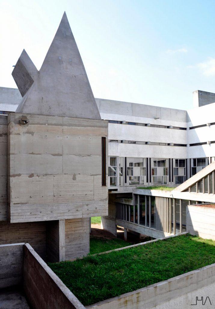 tourette-couvent-le-corbusier-oratoire