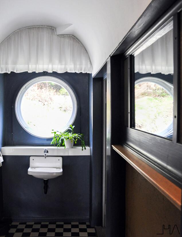 maison-blanche-round-window
